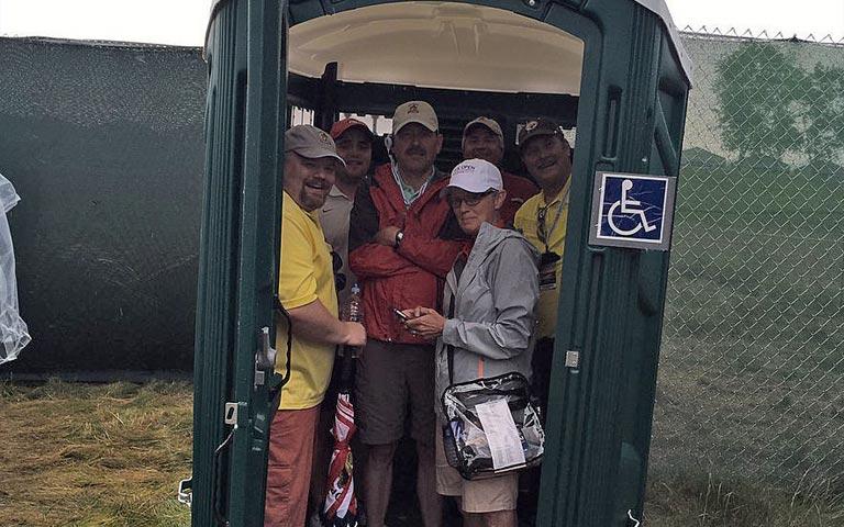US Open 2016: Dixi-Dach über'm Kopf | GolfPunk